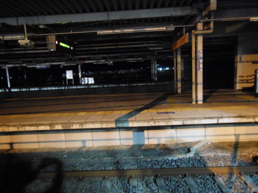 深夜の亀岡駅ホーム