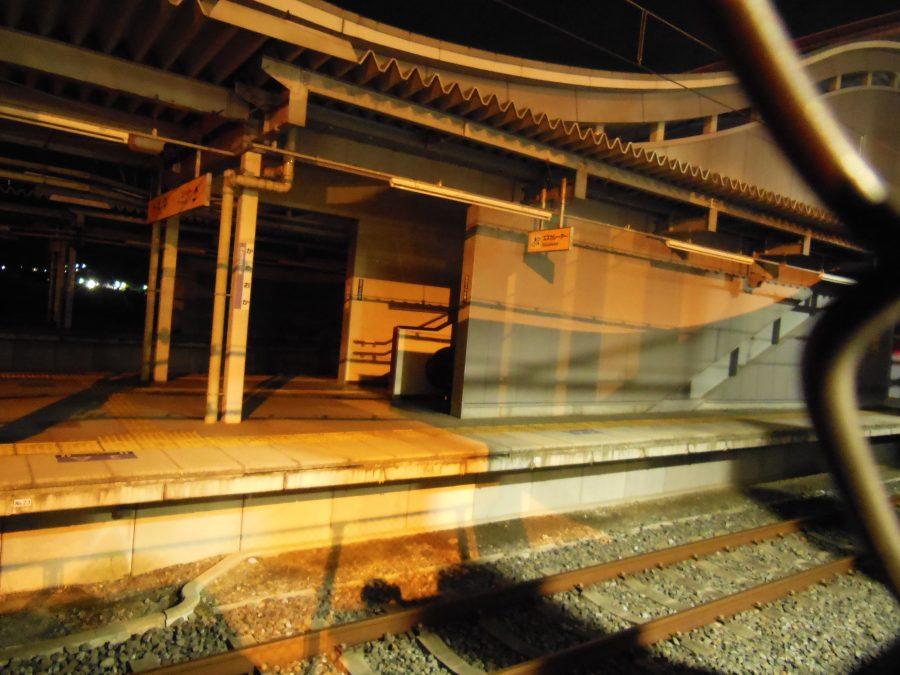 誰もいない深夜の亀岡駅