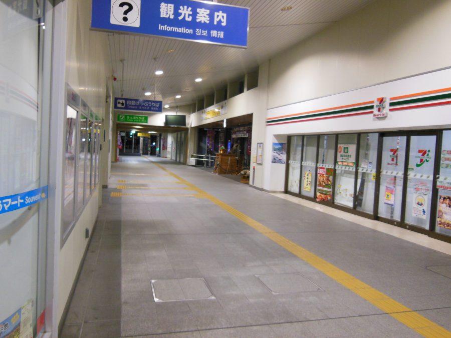 誰もいない亀岡駅