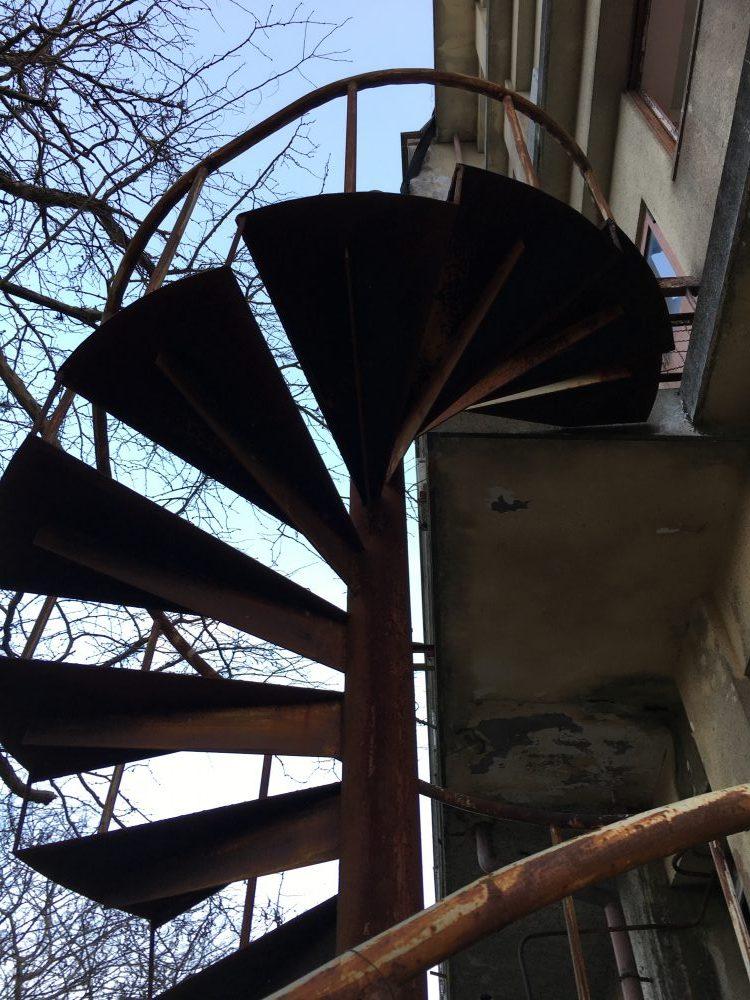 旧亀岡商工会館の螺旋階段